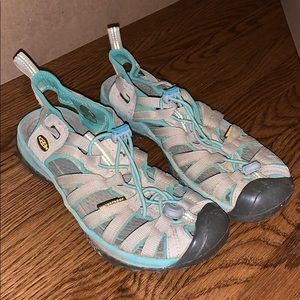 KEENS Woman's water shoes